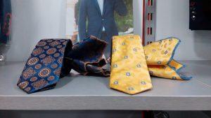 corbatas estampadas azul y amarilla con pañuelo 2019 conecta