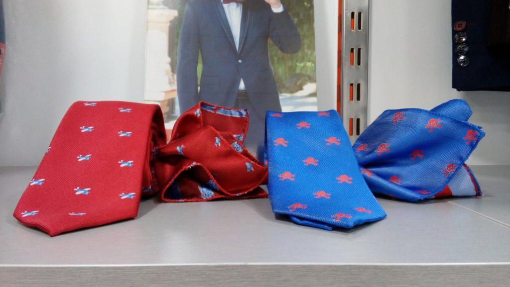 corbatas estampadas roja y azul con pañuelo 2019 conecta