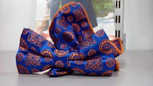 pajarita estampada azul con pañuelo 2019 conecta