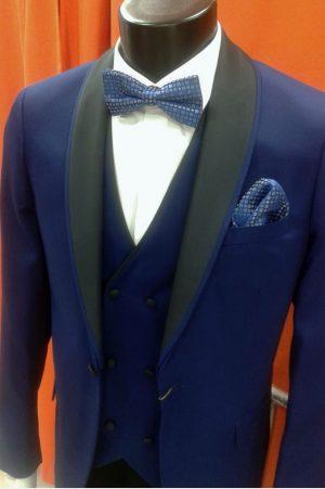 Traje de fiesta con cuello esmoquin azul con chaleco a juego