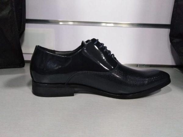 Zapato de vestir con relieve marino
