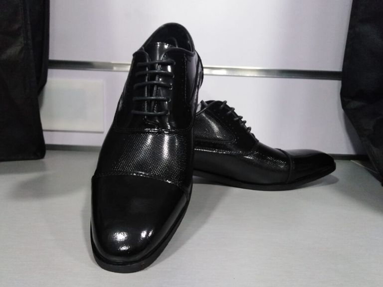 Zapato de vestir semiliso en negro