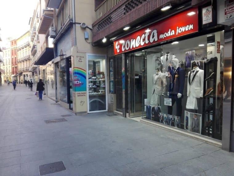 Tienda de trajes de novio en Granada Centro Calle Alhóndiga Conecta Moda Joven