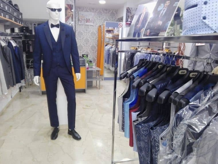 Tienda de trajes de novio, fiesta y ceremonia en Granada centro Conecta Moda Joven