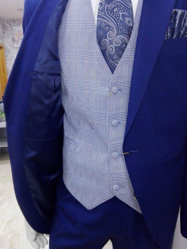 Chaleco azul para traje con dibujo