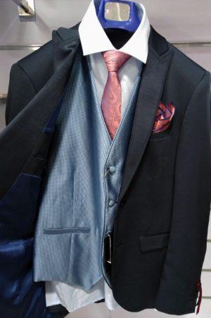 Chaleco azul celeste con dibujo para traje