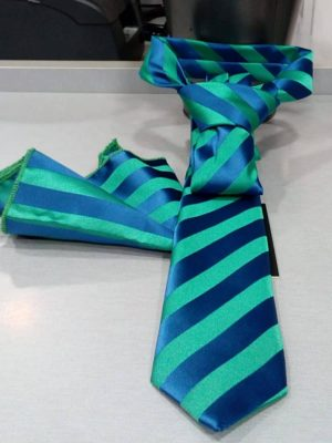 Corbata de rayas verde y azul con pañuelo Conecta Moda Joven Granada