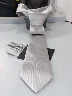 Corbata gris con pañuelo Conecta Moda Joven