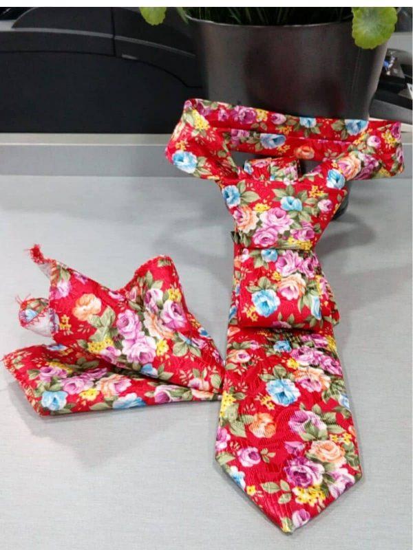 Corbata roja estampada con pañuelo Conecta Moda Joven Granada