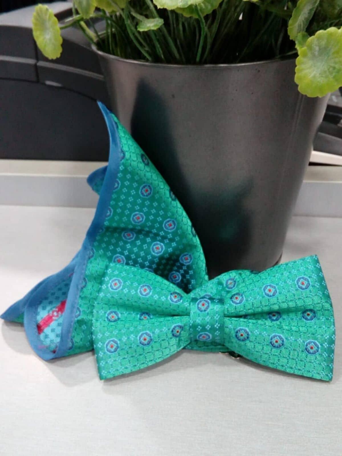 Pajarita verde con dibujo con pañuelo Conecta Moda Joven Granada
