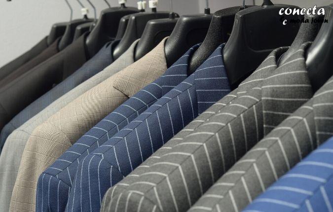 Utiliza una percha adecuada y guarda bien tu traje