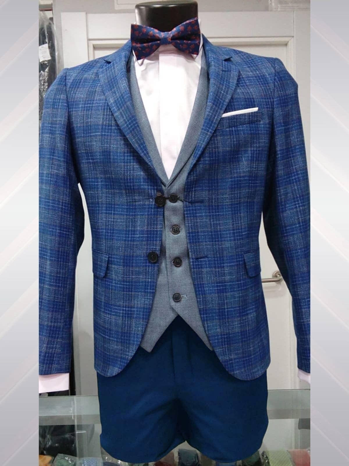 Traje de cuadros azul con chaleco