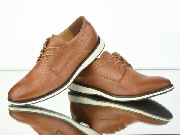Zapatos marrones de vestir con suela blanca Conecta Moda Joven