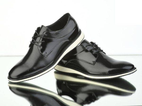 Zapatos negros de vestir con suela blanca Conecta Moda Joven